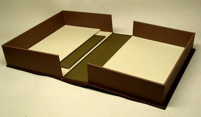 drop spine box with pocket in the inner lid